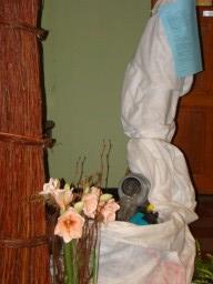 De afdeling bloemschikken kleedde het geheel aan op aangeven van de vakgroep Nederlands.